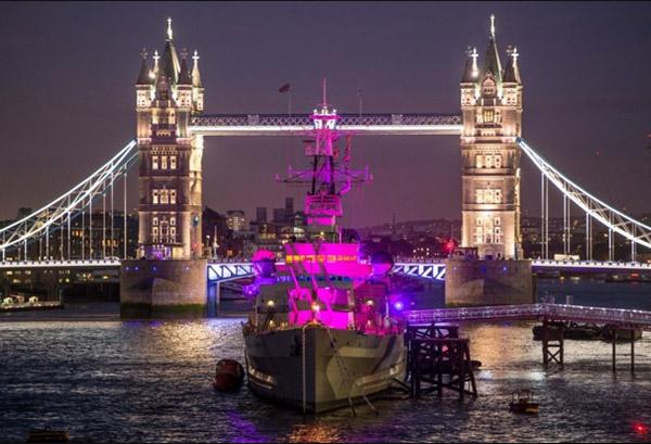 tower bridge pink ribbon Londen
