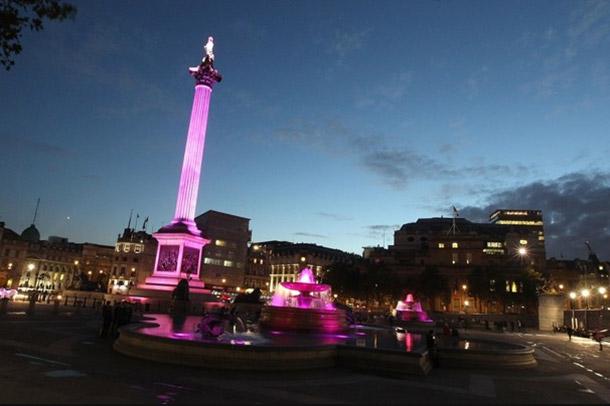 trafalgar square pink ribbon londen